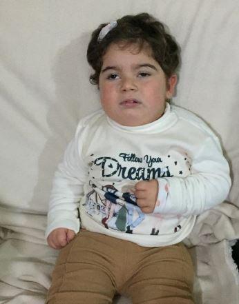 Carolina tem dois anos e sofre de Meningite Tuberculosa
