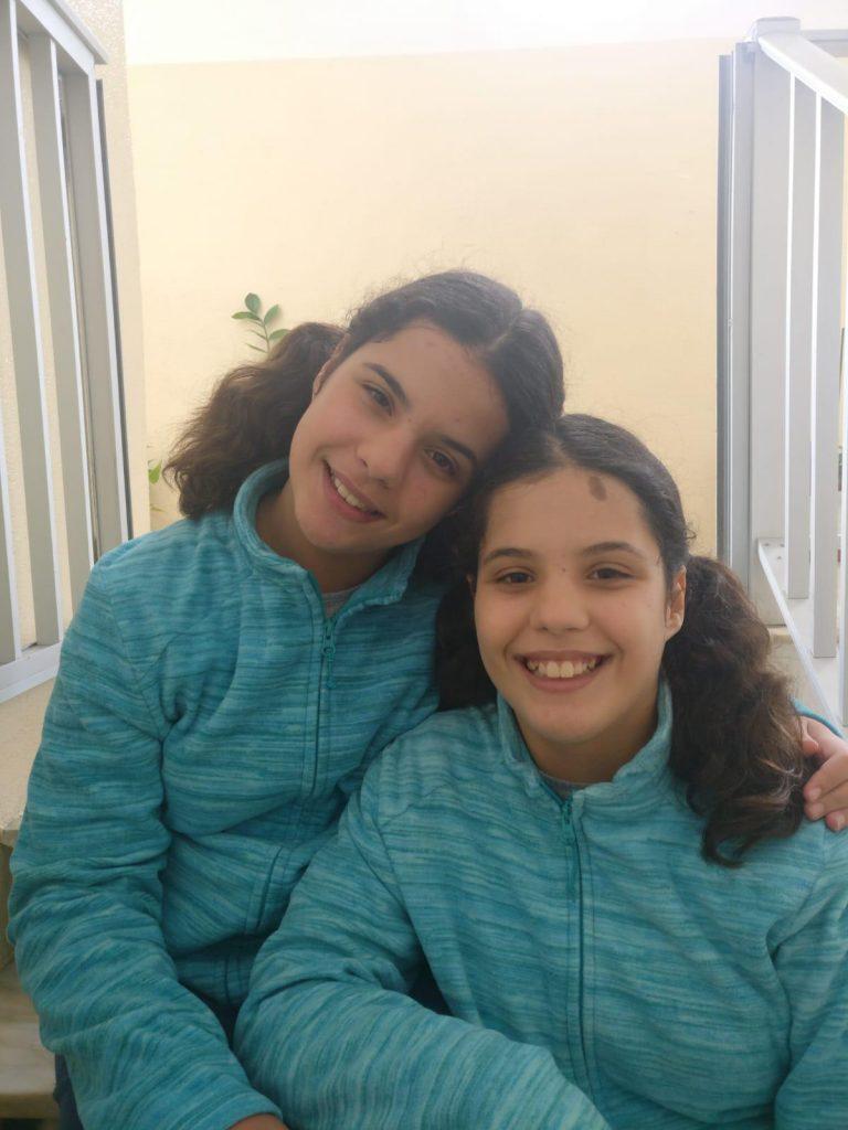 As gémeas são lutadoras e umas meninas cheias de energia