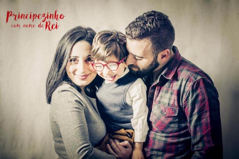 Dinis, com a mãe e o pai